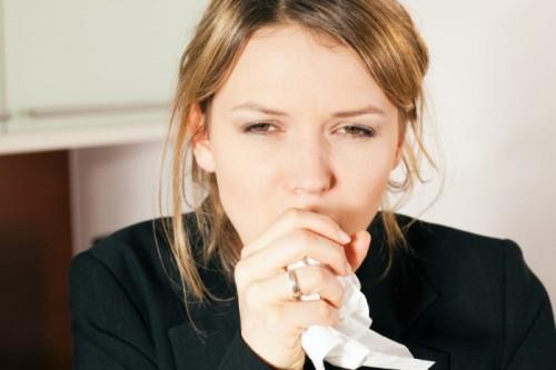Причины и следствия сухого кашля у взрослых